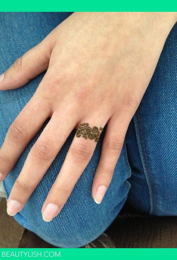 Ring finger henna mandeep k 39 s photo beautylish for Henna tattoo fingers