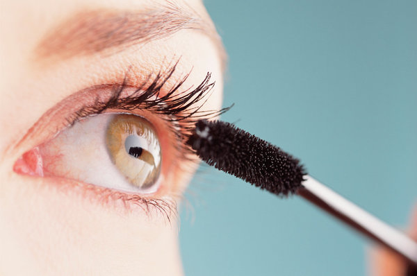 The Dreaded Clump: How To Avoid Excessive Mascara