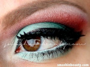 more info:  http://smashinbeauty.com/dramatic-witchy-eyes-green-red-eyeshadow-makeup/