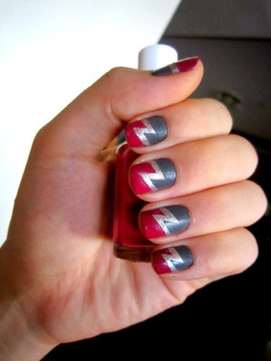 Idea from: http://nailside.blogspot.com/2011/06/tutorial-double-lightning-bolt.html