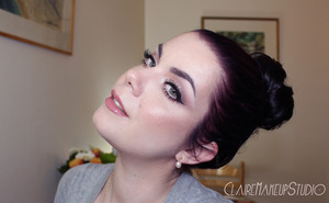 Here is the tutorial for this look : http://www.youtube.com/watch?v=6qFYRF0M40Y