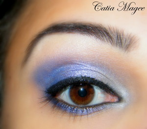 Urban Decay eyeshadow primer. Nyx jumbo eyeshadow pencil in cottage cheese Using Pure Fusion Mineral Eyeshadows in Inner corner (Bast) Middle of lid (Steel Blue) Outer corner (Sapphire City) Highlight (Ice Queen) Black eyeliner Black liquid eyeliner bl