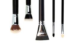 5 Makeup Brushes That Make Application Easier