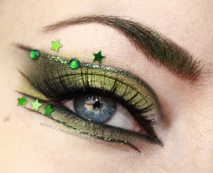 More photos and info on this look here: http://madamnoire.blogspot.com/2012/03/cyber-shamrock.html