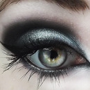Blue-Toned Silver Smokey Eye