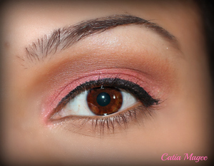 Wearing Pure Fusion mineral eyeshadows in french cafe on the crease Innocent on the lid whit velvet as brow highlight.