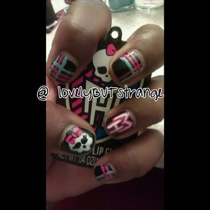I love Monster High so i decided to create this nail art design.. I hope yall enjoy it.. This picture and many more can be found on my Instagram @valsstrange or Youtube page lovelyBUTstrange