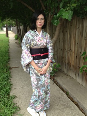 I went to my first luncheon at the Fort Wroth Japanese Culture Society so I knew that I wanted to wear kimono. I also wanted my makeup to be light, as it is still spring after all.