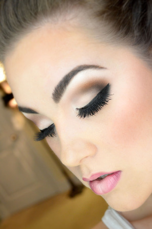 Implementing bronze tones and a heavy black liner for contrast.