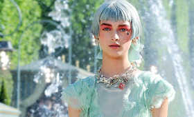 Marie Antoinette Meets '90s Grunge at Chanel's Resort 2013 Show