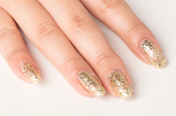 2 Tricks For Removing Glitter Nail Polish