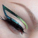 Simple graphic eyeliner tutorial / how to Creative teal glitter liner makeup