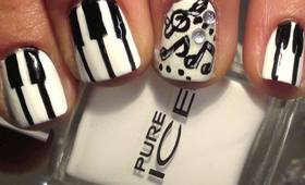 PIANO KEYS MANICURE