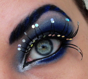 I wanted to do something more extreme again and I think Royal Sugar is the perfect eyeshadow for that. I really love the lashes too :D