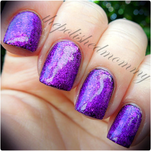 March Nail Art Challenge: Sparkles. http://www.thepolishedmommy.com/2013/03/bubbly-creative-twinkle-over-liquid.html