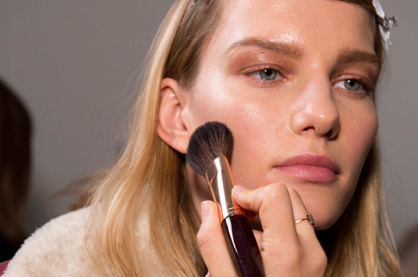 """Cheat Killer Cheekbones!"" & More Basic Bronzer Advice from Charlotte Tilbury"