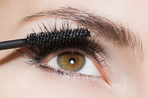 Will Baby Powder Really Thicken Your Lashes?