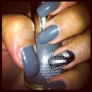 grey/silvery naildesign