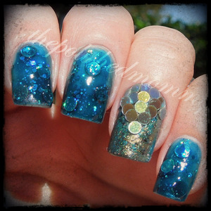 #nailartsep :glitter. http://www.thepolishedmommy.com/2013/09/under-sea.html