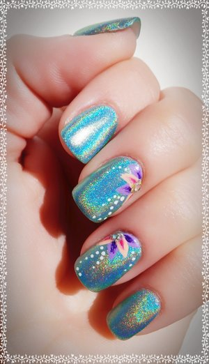Simple Flower Holo Mint Nails  A simple design, perfect for a Mother's Day theme