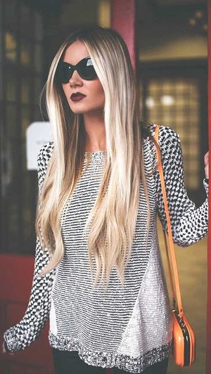 One the hair is beautiful & the outfit is so tumblr 😍