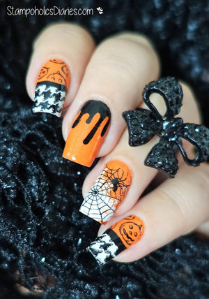 Halloween Nail Art  http://stampoholicsdiaries.com/2015/10/31/halloween-nails-with-china-glaze-essence-colors-by-llarowe-and-moyou/