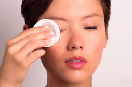 Eye Makeup 101: How to Remove Makeup Without Losing Lashes and Irritating Your Skin