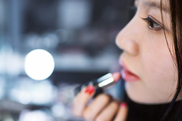 Makeup Touch-Up Tricks You Need To Know