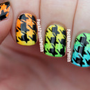 Gradient Houndstooth Nail Art
