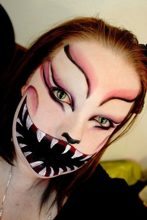 Evil Cheshire Cat | Recreation of Tanja K.'s look- see it @ https://www.themakeupbee.com/look_Alice-in-Wonderland-series-CHESHIRECAT_6369