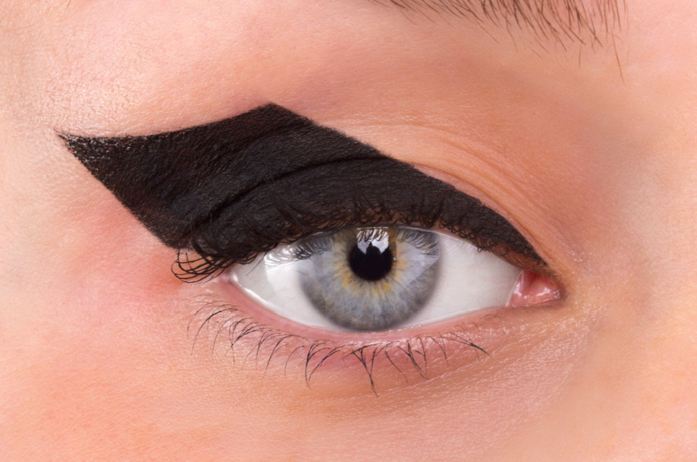 Halloween cat eye makeup