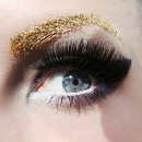 Golden Glitter-Brows!