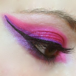 I whipped up a quick look because I was thinking about my new Sleek Acid palette and that Ramones song was in my head. Not really glam but the loud rocking colours and Eye Kandy Lollipop glitter certainly scream glam and 80s!
