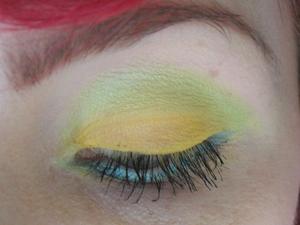 Close up, mellow yellow