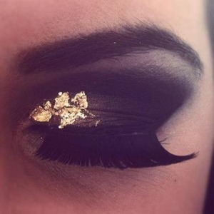 This was a look I did a while ago for a photoshoot, I only just thought to post it! I love using gold and silver leaf!