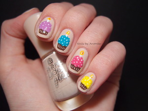 http://arvonka-nails.blogspot.sk/2014/04/narodeninove-cupcake-nechty-moja.html