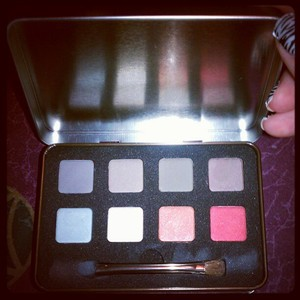 bought a eyeshadow palette by essence to try out