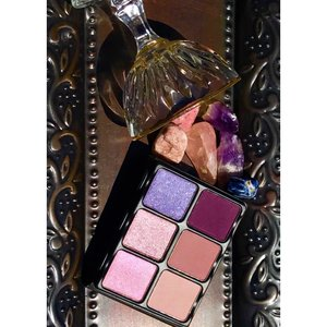 "Start the year of right. Pour yourself a Viseart Amethyst  Theory palette, ""On the Rocks"".   :)"