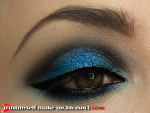 More pictures and tutorial here: http://trustmyself-make-up.blogspot.com/2012/10/electric-blue-smokey-tutorial.html