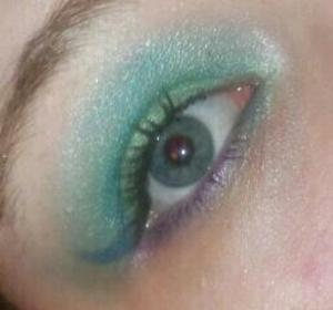 Sea foam green on the lid - which I used a pencil liner & eyeshadow. Silver blue pencil liner in the corner as a wing. the a teal & white blended crease.