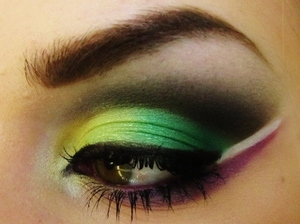 Bright colors using nothing but the original 88 palette!  Like me on Facebook! http://www.facebook.com/pages/Makeup-Is-Art/455624517797347