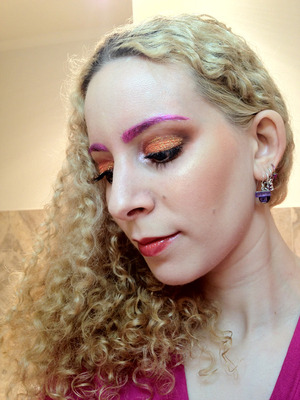 I wanted to bust out some glitter and use both orange and pink this weekend. I have been thinking about doing coloured or glitter eyebrows, so I paired that with some soft brown blending and bright crazy glitter!