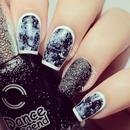 Black & White Outlined Nails