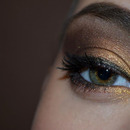 Gold-bronze makeup