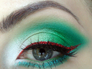 Italian Flag Inspired! step by step on my blog: http://www.staceymakeup.com/2011/11/tutorial-italian-flag-inspired.html