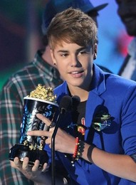 Justin Bieber 2011 MTV Movie Awards Hair