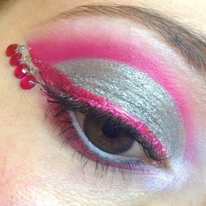 http://michtymaxx.blogspot.com.au/2012/10/jawbreaker-at-woodstock.html  I created this super sparkly, pink and silver look with delicious Eye Kandy Jawbreaker and Cotton Candy Sprinkles and some amazing Sugarpill and Urban Decay products then to put it over the top, some rhinestones too!