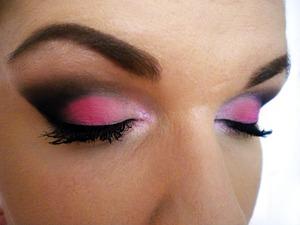 http://missbeautyaddict.blogspot.com/2012/01/valentines-day-make-up-look.html