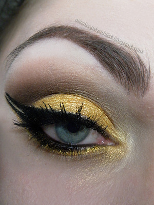 http://missbeautyaddict.blogspot.com/2012/05/make-up-challenge-double-eyeliner-make.html