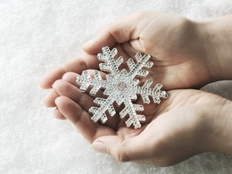 3 Ways to Moisturize Dry Winter Hands